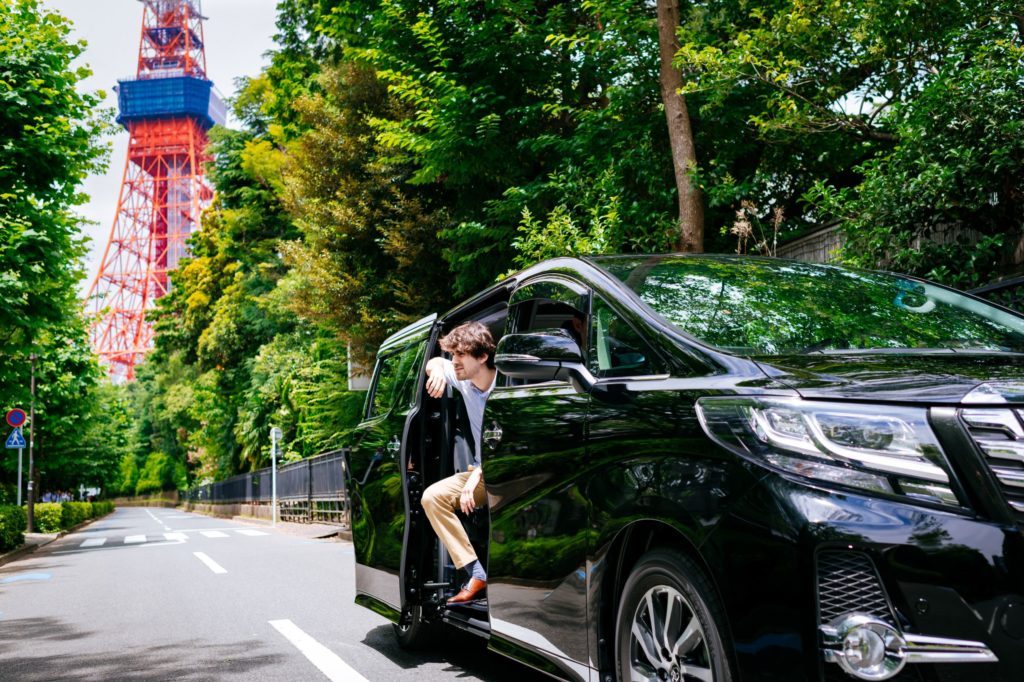 Enjoy Japan in your own luxurious private vehicle