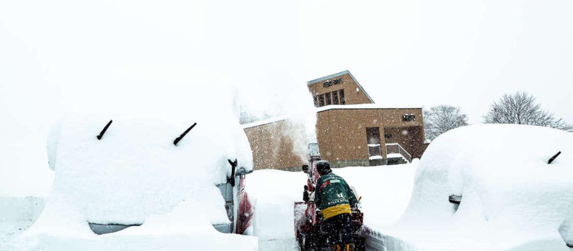 Snow clearing Hirafu